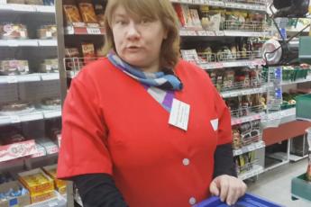 Вчера в магазине стала свидетелем жуткой ситуации, как сытая, толстая корова-продавщица разбивала сердце маленького, 7-летнего мальчика