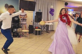 """Свидетельница-""""цыганка"""" зажигает на танцполе"""