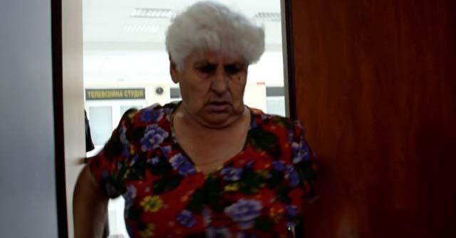 Из-за нашей соседки-пенсионерки в страхе живет весь подъезд