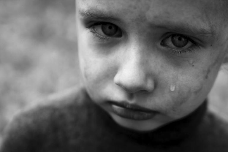 Я смотрел в след этому маленькому мужчине, а сам заливался слезами как ребёнок…