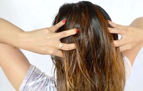 Просто нужно добавить ЭТО в шампунь — и никаких волос на расческе!