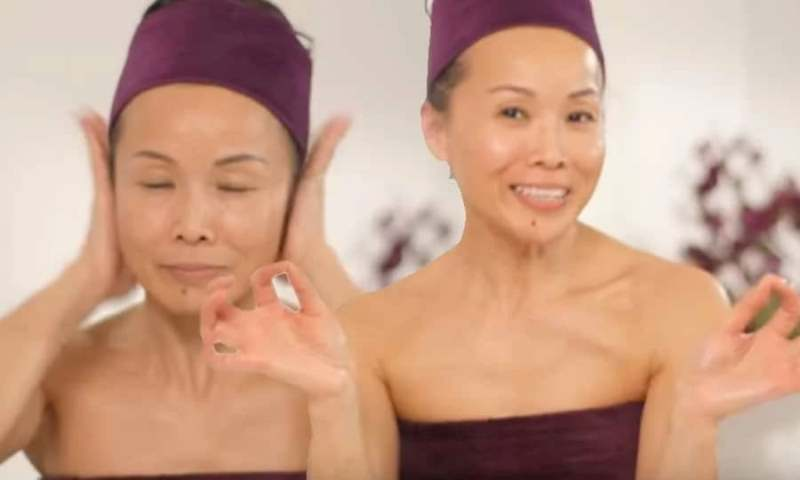 52-летняя кореянка показала, как массирует лицо и выглядит гораздо моложе!