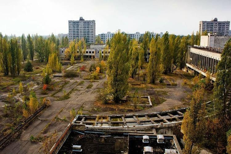 Зачем люди едут в Чернобыльскую зону и тем более селятся там жить