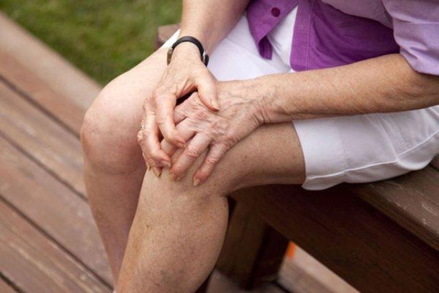 Мощное средство от болей в коленях! Врачи сами поражены! Лечит ваши колени и восстанавливает кости и суставы в кратчайшие сроки!