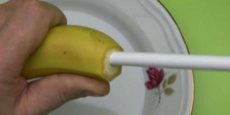 Он засунул трубочку в банан, когда я узнала для чего, то была удивлена…