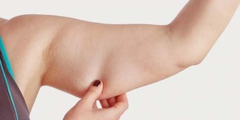Простое упражнение от дряблости рук «Рябина»: правила для женщин за 50