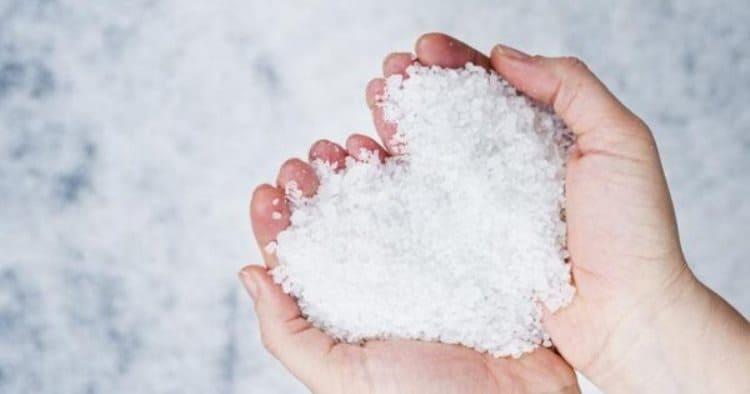 3 причины почему надо мыть пол с солью