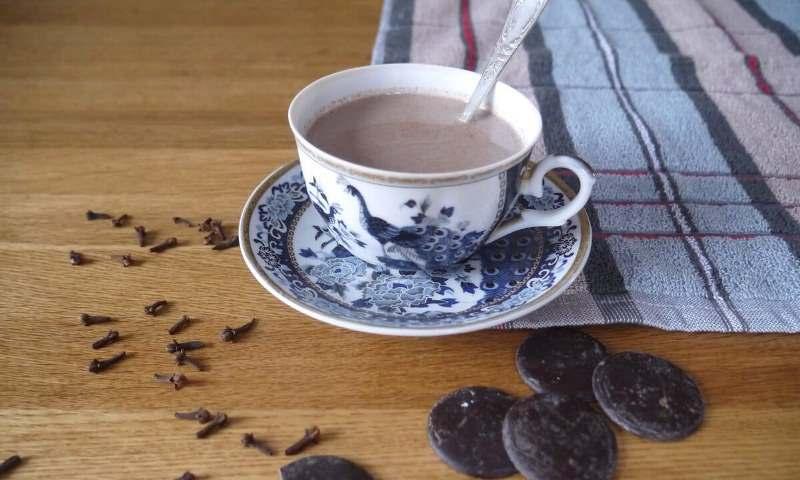 Дочь сказала, что в моём возрасте полезно пить какао и дала рецепт, который усилит пользу во много раз