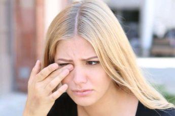 Если чешутся веки глаз: 12 причин и что делать