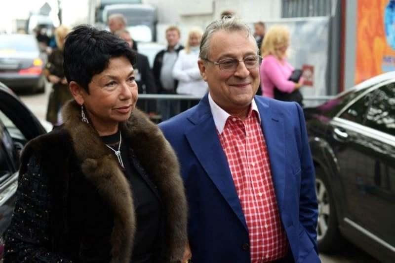 У жены Хазанова спросили: не боится ли она, что муж уйдёт к молодой. Она в ответ рассказала анекдот