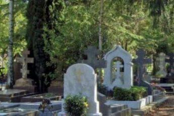 Почему нельзя ходить на кладбище в босоножках